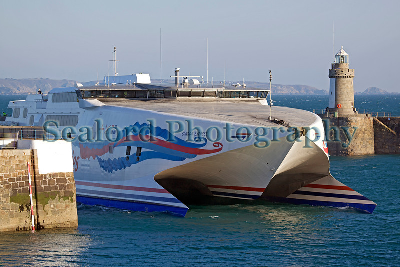 Condor Express arriving in St Peter Port harbour 170213 ©RLLord 5247 smg