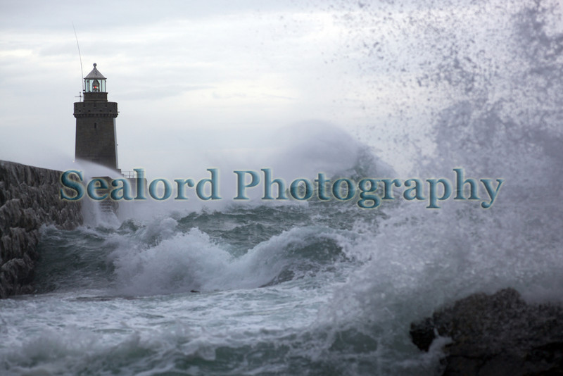castle breakwater waves 201009