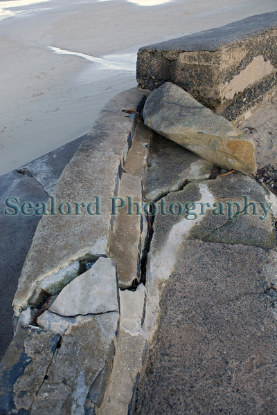 L'Ancresse sea wall cracked concrete 010214 ©RLLord 8742 smg