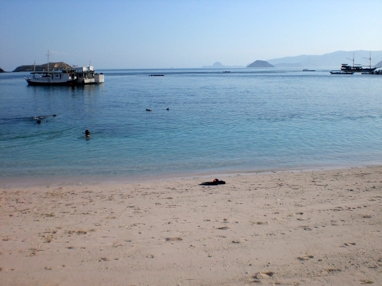 komodo island beach