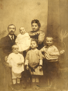 September, 1914 Philadelphia, PA  This is a large portrait owned by David Raphael Keating, Jr.. The identical (but smaller) image was sent to Susan and Joseph Keating in 1915. Back row - Francis E. Keating, Vincent T., Edith M. Keating. Front row - Richard E., Elizabeth Marie and Francis Joseph Keating. They had two more children after this - Edith A. and David R. Keating. (Courtesy of David R. Keating, Jr.)