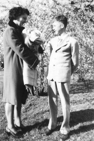 1948 Lottie (Krulikowski) Szymanski with baby Loretta Kusek and Arthur Kusek. (Courtesy of Sharon Goralski)