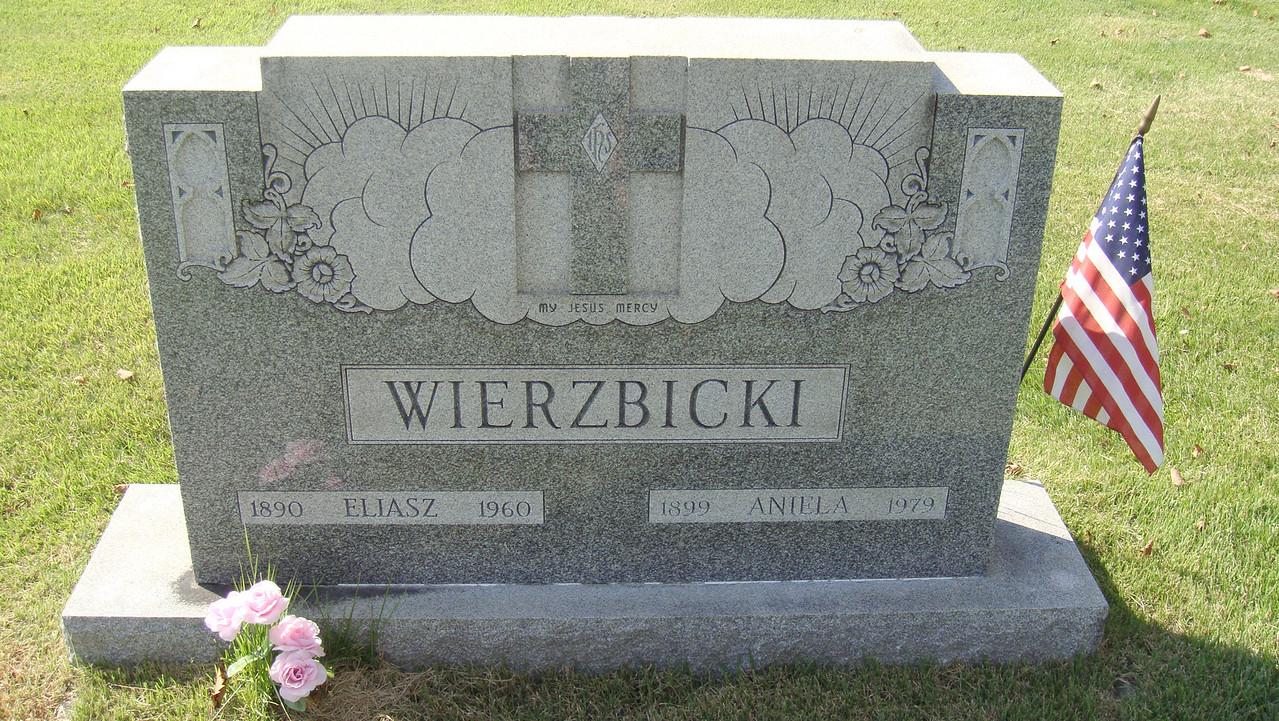 Wierzbicki headstone. (Courtesy of Sharon Goralski)