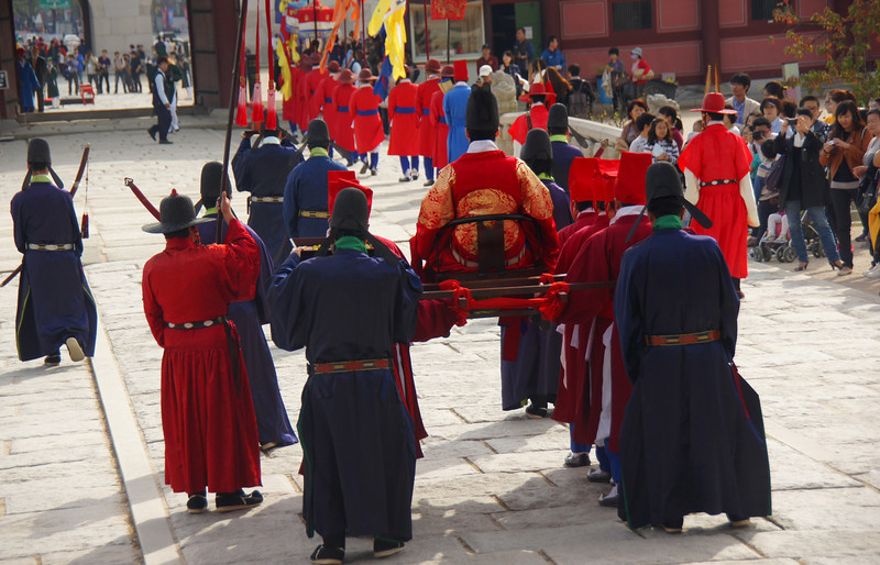 The official border closing ceremony begins as the 'mock King' is carried out to the courtyard by his servant guards.