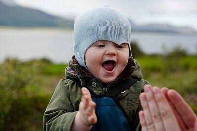 Gaman að klappa saman höndum - þetta er einfalt líf.