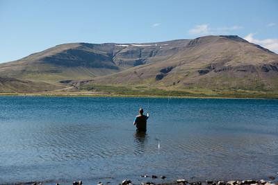Guðbergur kom og kenndi Jóhanni að veiða.