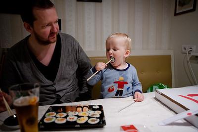 Bjarti finnst sushi afskaplega gott.