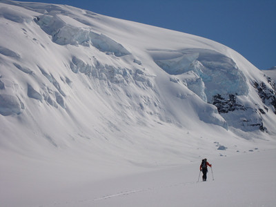 Touring along the Hogsback Glacier