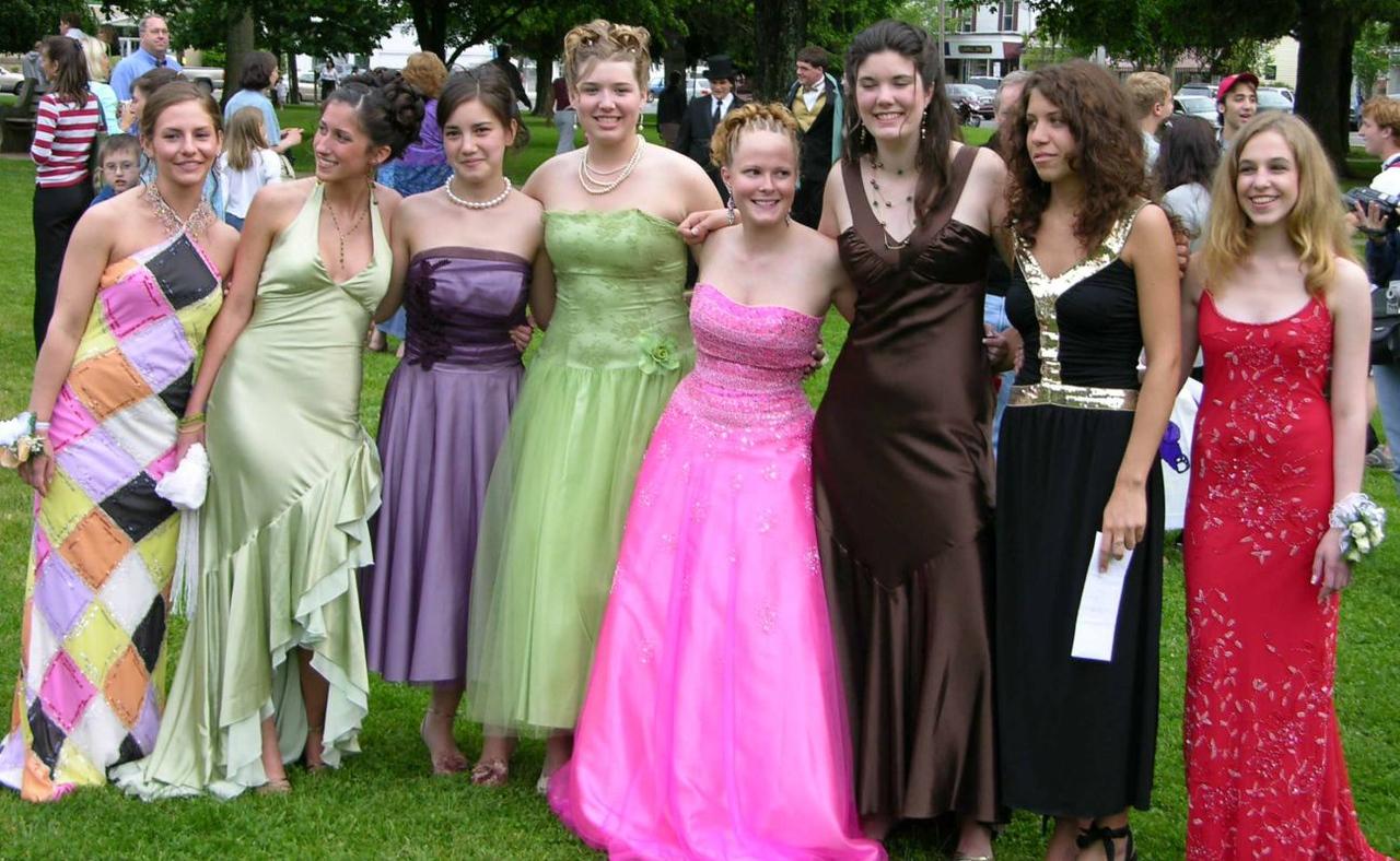 N2932-06-03-05-Senior-Prom
