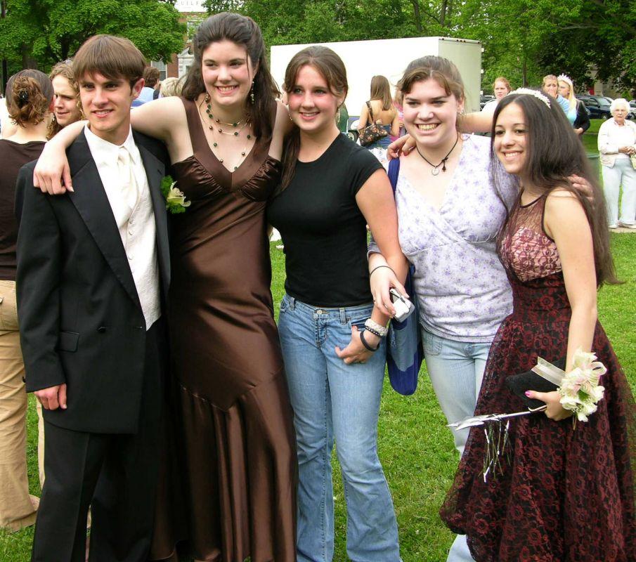 N2914-06-03-05-Senior-Prom