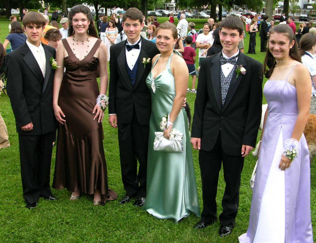 N2917-06-03-05-Senior-Prom