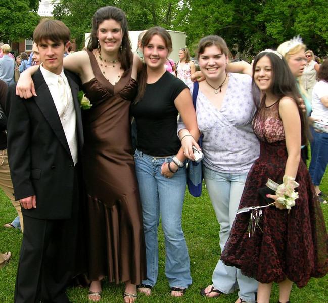 N2915-06-03-05-Senior-Prom