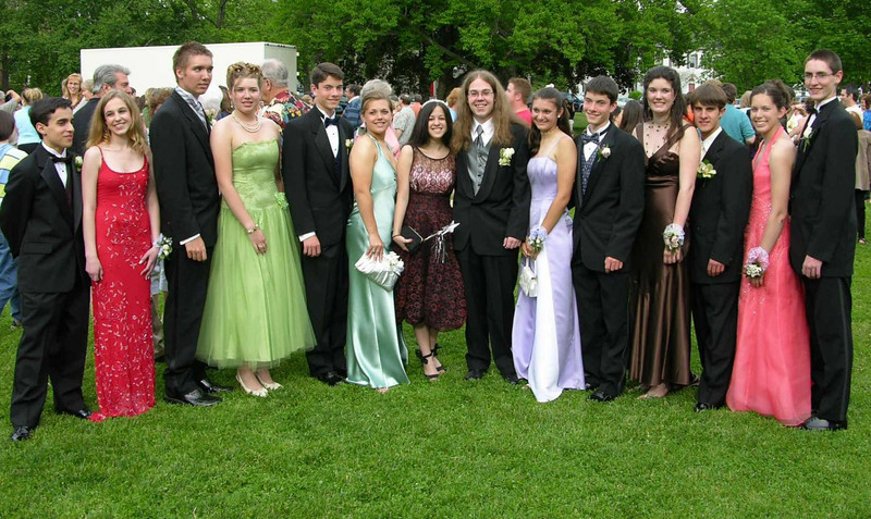 N2926-06-03-05-Senior-Prom