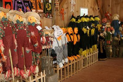 BishopsOrchards 09-24-05-IMG_3332 Halloween decor