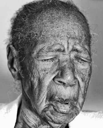 The oldest person living (female) was Ms. Susannah Mushatt Jones (USA, b.July 6, 1899 in Alabama, USA) and passed away aged 116 years, in Brooklyn, NY, USA.  Ms. Mushatt Jones was also the oldest person living.