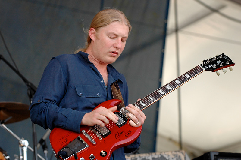 Derek Trucks performs with the Allman Brothers Band at the New Orleans Jazz & Heritage Festival on May 5, 2007.