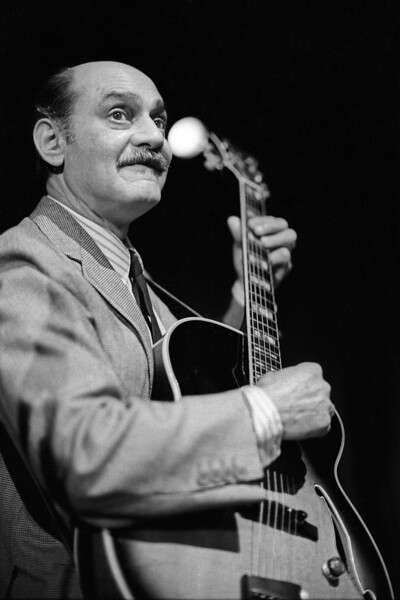 Joe Pass performs at Yoshi's Nitespot