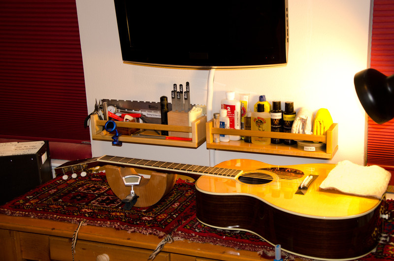 My setup bench, with Martin OM-30DB Pat Donohue signature model.
