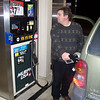 06GC102_capt_kurncz_pumps_gas_in_piqua_ohio_033006