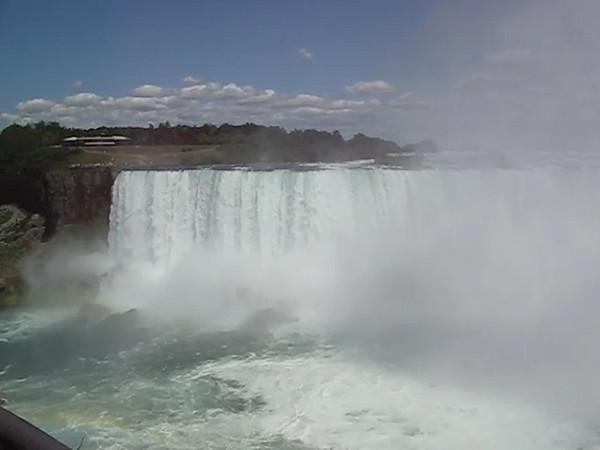 BR-Vidio6: Reunion tour on the Maid of the Mist at Niagara Falls
