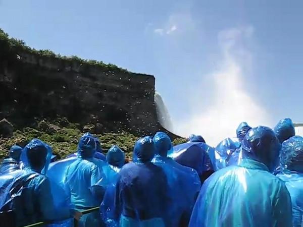 BR-Vidio3: Reunion tour on the Maid of the Mist at Niagara Falls