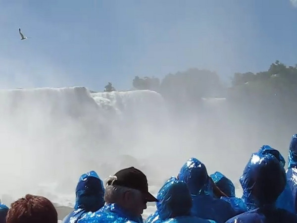 BR-Vidio2: Reunion tour on the Maid of the Mist at Niagara Falls