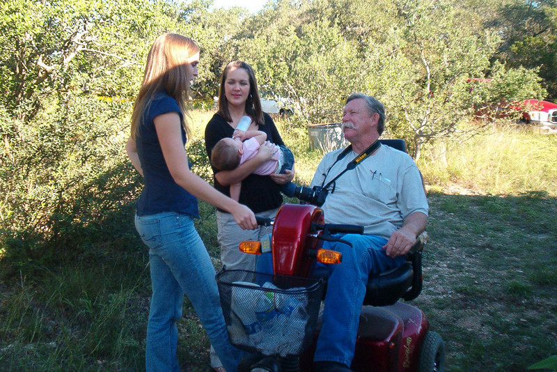 TX-09-MINI-15: Maggie, Shauna, Riley (with bottle), and Alan Allen.