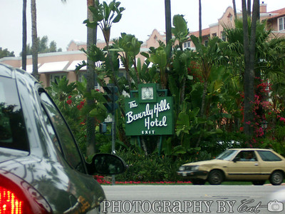 Bevery Hills Hotel sign.
