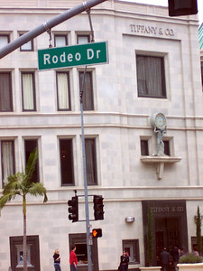 Tiffany's behind the Rodeo Drive sign