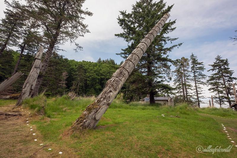 Haida memorial pole