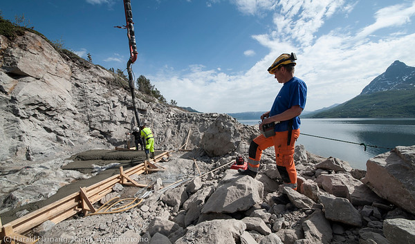 NCC bygger Hålogalandsbrua. Foto 6. juni 2014, Øyjord. Støyping av avretterfundament for brupillarer.