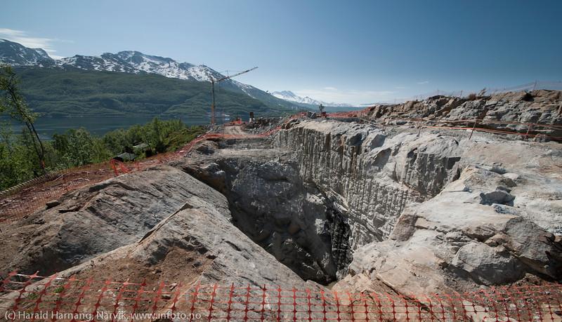 NCC bygger Hålogalandsbrua. Foto 6. juni 2014, Øyjord. System for fnnfesting for wire.