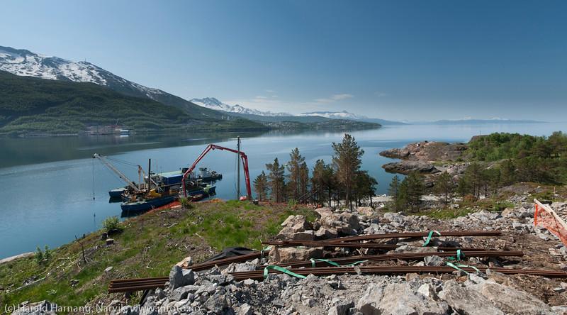 NCC bygger Hålogalandsbrua. Foto 6. juni 2014, Øyjord. Her sto det ei hytte for noen få måneder siden.