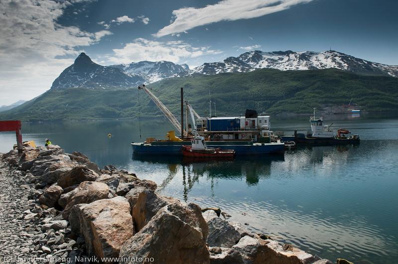 NCC bygger Hålogalandsbrua. Foto 6. juni 2014, Øyjord. Etter mudring skal det nå støypes fundament på havbunnen her.