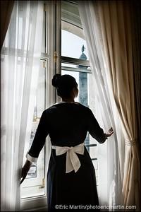 HOTEL RITZ. Z. La nouvelle tenue des femmes de chambre