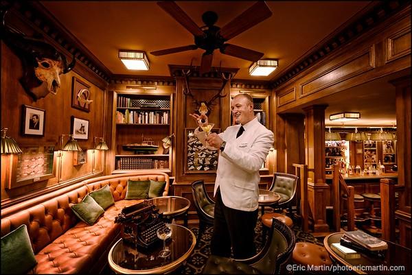HOTEL RITZ. Chef Barman du Bar Hemingway: Colin Peter Field