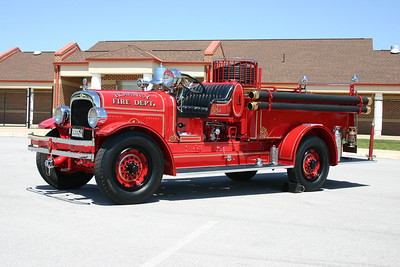 Romney's antique 1929 Seagrave Surburbanite, 500/65.