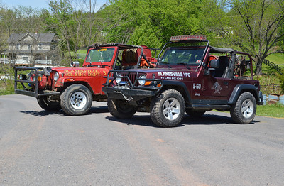 Group photo of the two Jeeps.