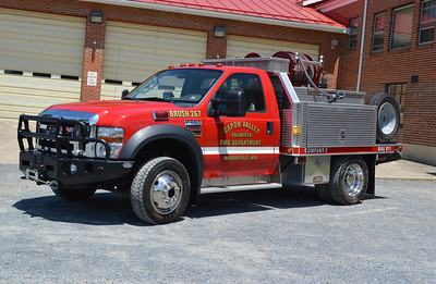 Capon Valley's Brush 267, a 2007 Ford F550/Shade Equipment/FD  300 gallons of water and 5 foam.   Note the spare tire.