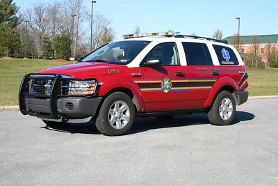 This 2005 Dodge Durango is EMS 3.
