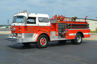 Former Engine 4-1 is this nice 1964 Mack C95F, 1000/500, sn- 1248.  Now privately owned.  ex - Berkeley Springs, West Virginia Engine 14