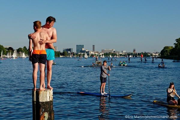 ALLEMAGNE. HAMBOURG AU FIL DE L EAU. Les bords du lac Aussen Alster ( carte nord )
