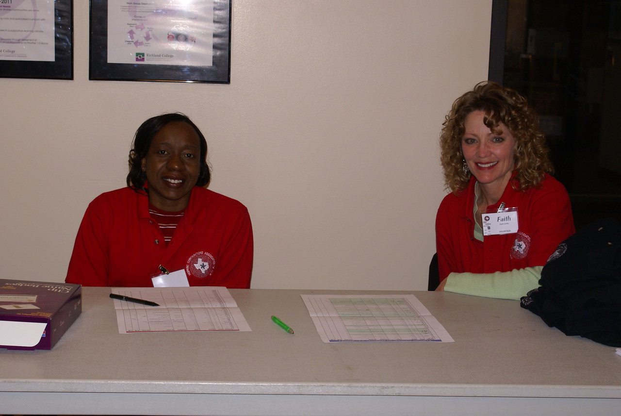 Volunteers Tameka Sadler, SSP Consulting and Faith Gatlin, New York Life arrived at 6 a.m. to check-in volunteers and trainers.
