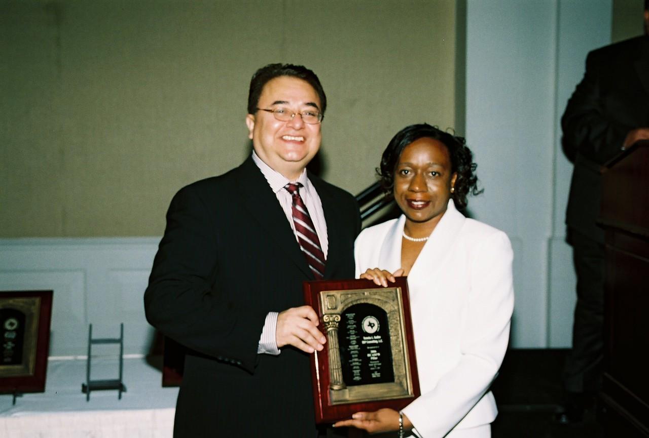 Chris Escobedo, HCADFW Chairman awards Tameka L. Sadler, SSP Consulting, L.C. with the HCADFW 2006 Pillar Award