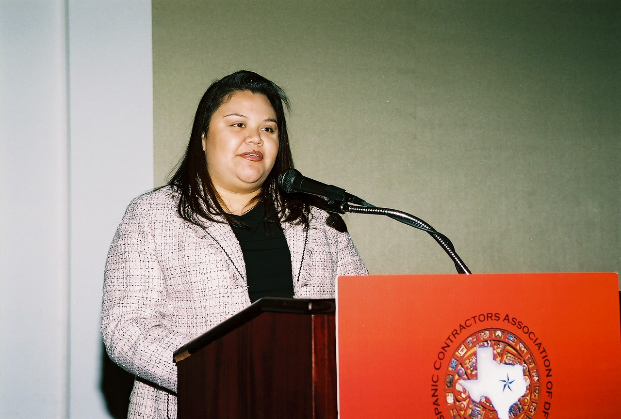 Elizabeth Chavez, Ponce Contractors, Inc. and HCADFW Board Member presents the 2006 HCADFW Partner Recognitions