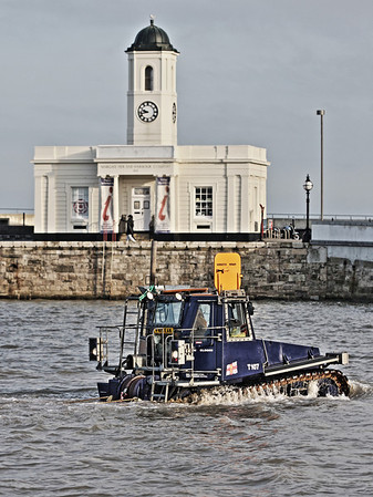 Margate lifeboat tractor returning