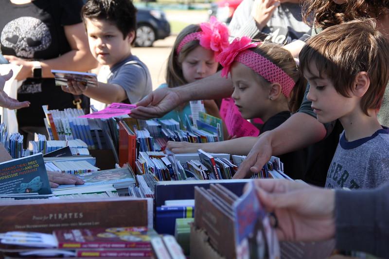 Children look through books.