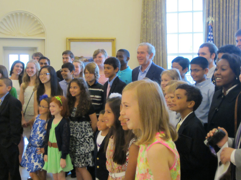 Students pose with former president George W. Bush.