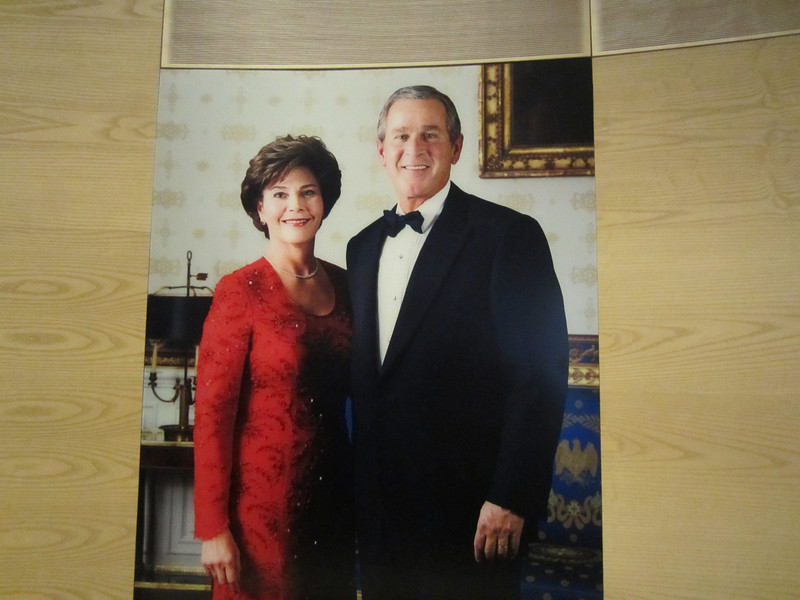 Portrait of George and Laura Bush.