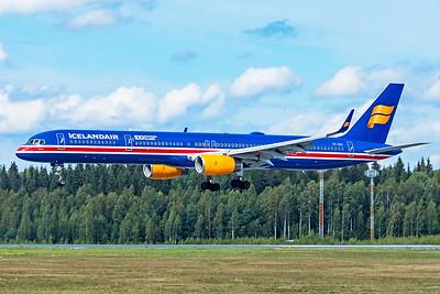 Icelandair Boeing 757-3E7 TF-ISX 8=18=19